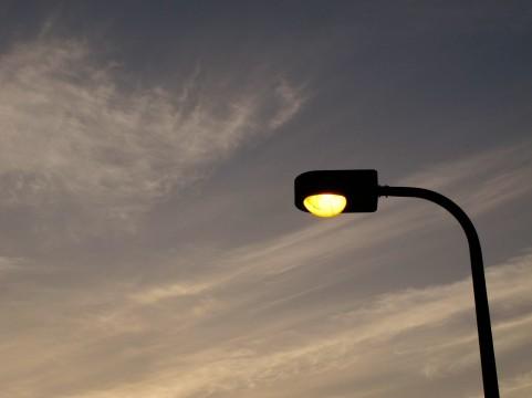 夕時や 釣べ落としや 赤信号