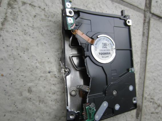 ハードディスクを破壊してパソコンを廃棄