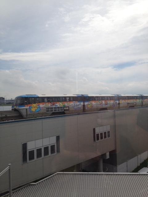 モノレールがよく見える・上島珈琲羽田空港国際ターミナル駅店