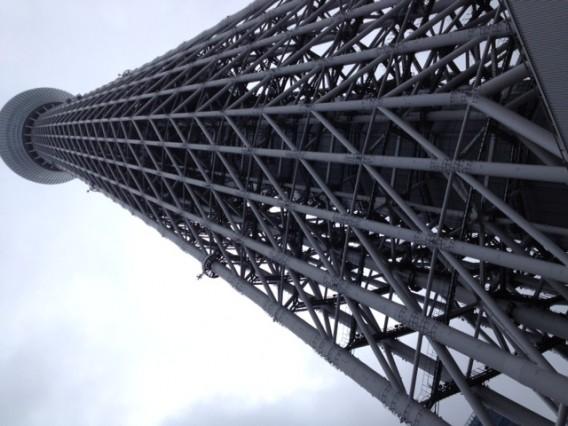 雨の日の東京スカイツリーは