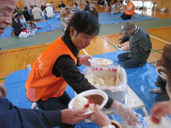アルファ米でカレーを食べる・防災訓練/池上徳持南町会