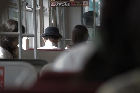 電車やバスで隣の人が気になる行動・でも「ご理解を」