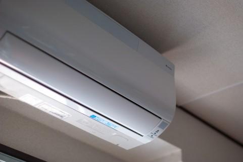 エアコンの除湿が寒い・冷房とどっちが良いの?